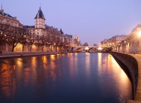seine: Frankrijk Parijs - uitzicht vanaf Pont Neuf brug Stockfoto