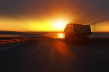auto na silnici západu slunce Reklamní fotografie