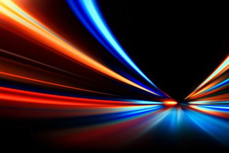夜の道路で加速速度モーションをフラッシュします。