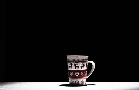 christmas mug on black dark background Zdjęcie Seryjne