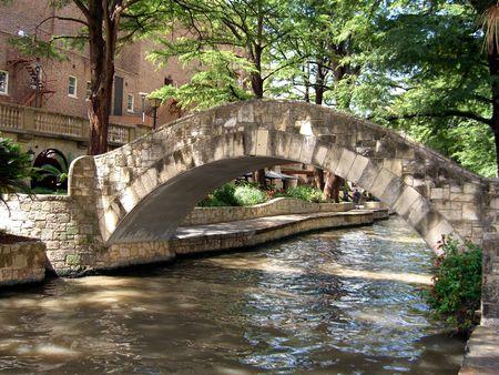 antonio: Bridge over river