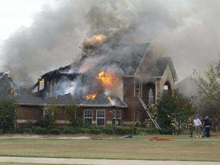 Firemaen Reaktion auf Brand Standard-Bild - 2463780