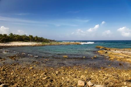 riviera maya: Playa rocosa en la Riviera Maya Foto de archivo