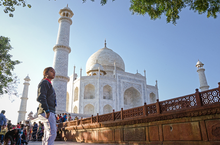 Grand Taj Mahal. This is the largest and most famouse buildings in the history. It seems alive. Editöryel
