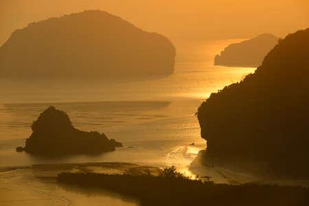 Samed-Nang-Chee mountain view point at sunrise time, Phang Nga Province, Thailand. Imagens