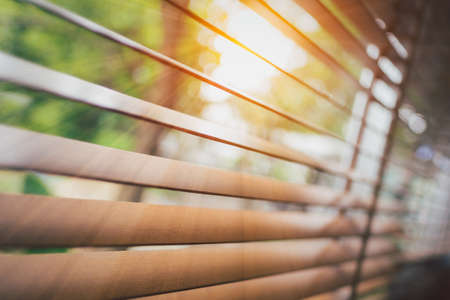 Wooden blinds with sun rays. Imagens - 166067002