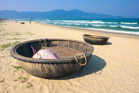 Traditional boats made from big basket at Danang, Vietnam. Imagens