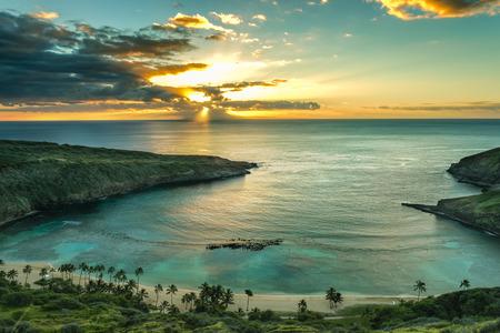 오아후, 하와이 하나 우마 베이 일출 스톡 콘텐츠