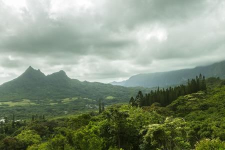Olomana Ridge, commonly called Three Sisters, and the Koolau Mountain Range on the Windward side of Oahu, Hawaii Archivio Fotografico