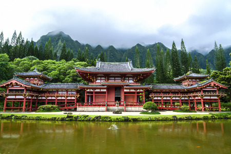 valley of the temples: Byodo-In Temple sits at the foot of the Koolau mountains in the Valley of the Temples on Oahu, Hawaii