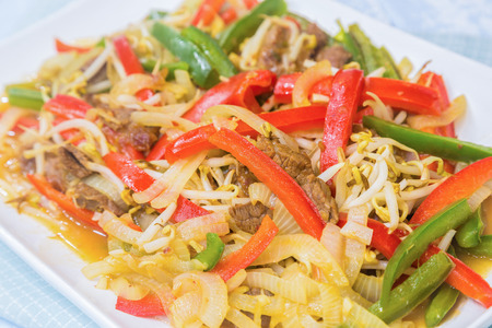mung bean sprout: Beef stir-fried with red and green bell peppers, onions, and mung bean sprouts