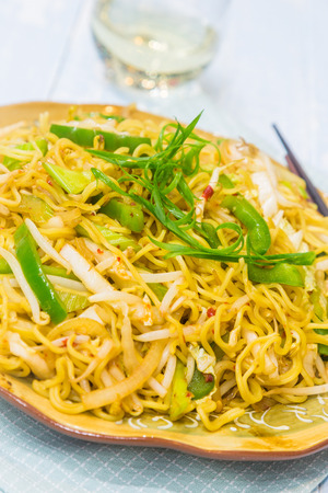 bean sprouts: Noodles fried with bean sprouts, green bell pepper and green onions Stock Photo
