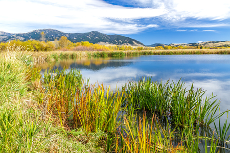bridger: A beautiful reservoir in autumn fields at the foot of the Bridger mountain range in Cherry Creek Nature Preserve on the outskirts of Bozeman, Montana Stock Photo