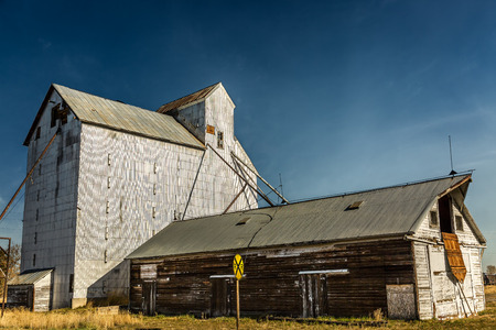 grainery: An old abandoned grainery at the edge of railroad tracks in Montana Stock Photo