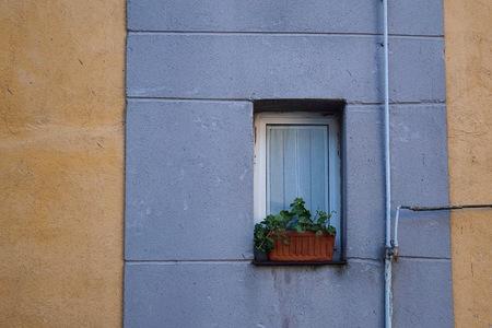 window in the building Imagens