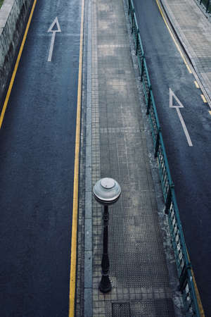 arrow traffic signal on the street in Bilbao city, Spain 免版税图像
