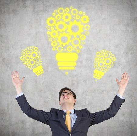 carita feliz: La felicidad de negocios levant� las manos hacia arriba
