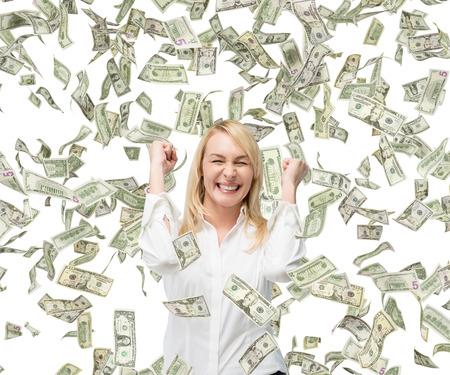 행복한 아름다운 사업가 및 떨어지는 돈