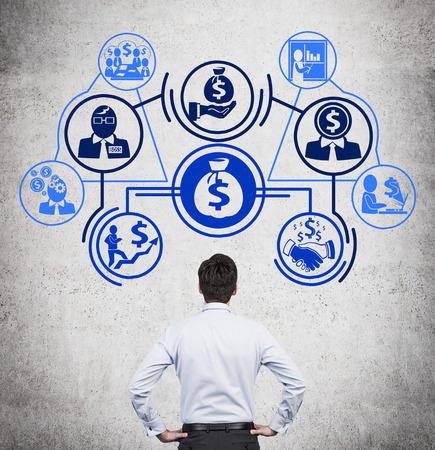 Uomo d'affari su disegno business plan con icone Archivio Fotografico - 35822793