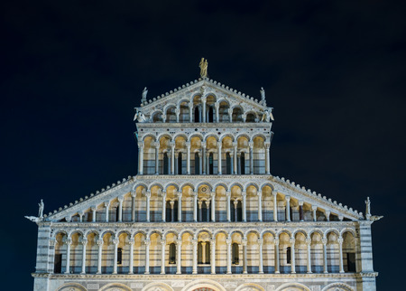 campo dei miracoli: Leaning Tower of night, Pisa, Italy