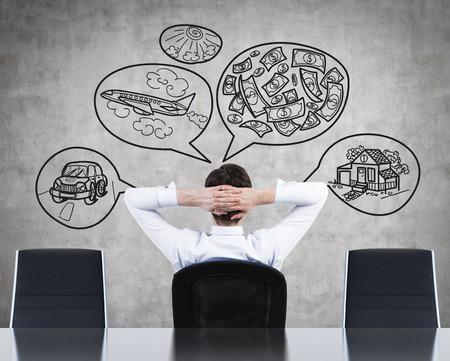 pensando: hombre de negocios sentado y pensando en el �xito