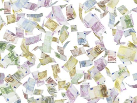 billets euros: Voler des billets en euros sur fond isolé.