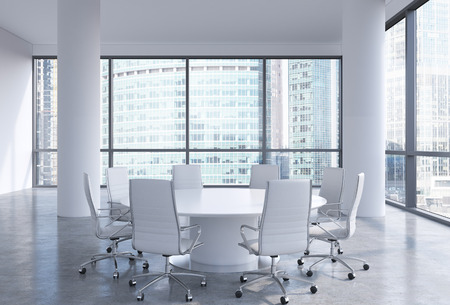 muebles de oficina: Sala de conferencias panorámica en la oficina moderna en Moscú, Rusia. Sillas blancas y una mesa redonda blanco. Representación 3D. Foto de archivo