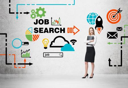 Belle agent recruteur avec le dossier noir est à la recherche de nouveaux candidats. Icônes colorées sur les emplois. Un concept de processus de recrutement et de recherche d'emploi. Les programmes de stages et de cycles supérieurs.