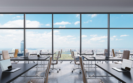 Workplaces in a modern panoramic office, New York city view from the windows. Open space. White tables and brown leather chairs. A concept of financial consulting services. 3D rendering. Stockfoto
