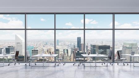 computer centre: Los lugares de trabajo en una oficina moderna panor�mica, vista a la ciudad de Nueva York en las ventanas, Manhattan. Espacio abierto. Mesas y sillas blancas de cuero negro. Un concepto de servicios de consultor�a financiera. Representaci�n 3D. Foto de archivo