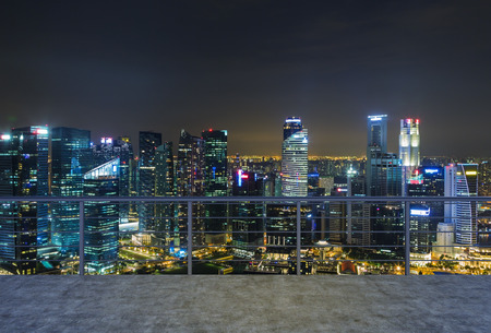 Lege moderne terras, de avond van New York uitzicht op de stad. Een concept van Financiën luxe wereld. 3D-rendering.