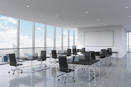 Collectieve werkplekken voorzien van moderne laptops in een moderne panoramische kantoor in New York City. Zwart lederen stoelen en een zwarte tafels, een grote whiteboard op de muur. 3D-rendering.