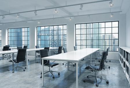 Werkplekken in een heldere moderne loft open ruimte kantoor. Lege tafels en boekenplanken docenten '. Singapore panoramisch uitzicht. Een concept van een hoge kwaliteit consulting services. 3D-rendering.