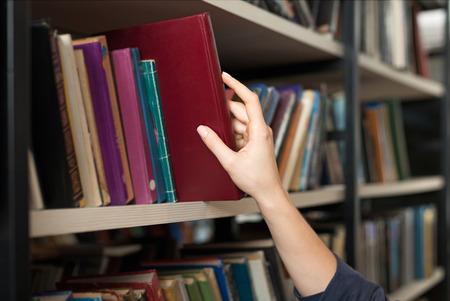 本図書館は、学習と選択の概念の本棚から手で撮影したか