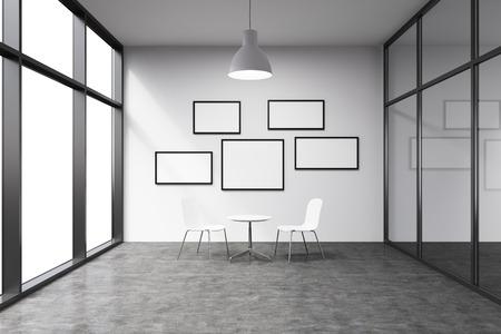 conversaciones: Vaciar la oficina en un rascacielos, puerta ventana hacia la izquierda, peque�os marcos en blanco en la pared blanca. Una peque�a mesa blanca y dos sillas de color blanco en la pared, l�mpara de arriba. Concepto de las conversaciones.