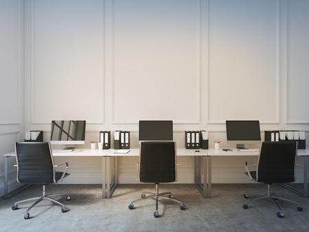 Ein Offener Raum Buro Tische Mit Computern Entlang Der Wand