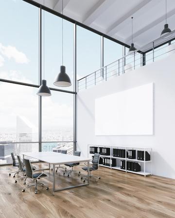 Tagungsraum für sechs Personen, leeres Plakat an der Wand. Panoramafenster, Blick auf die Stadt. Dachboden. Konzept der Sitzung. 3D-Rendering Standard-Bild