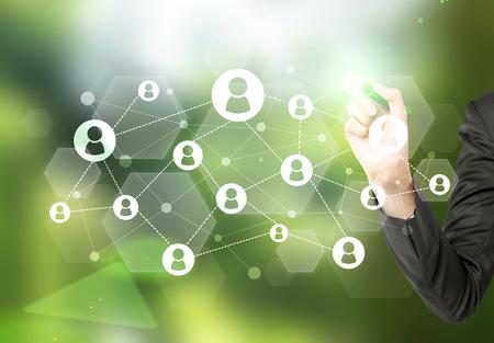 redes de mercadeo: sistema de red dibujo a mano sobre fondo verde abstracto Foto de archivo