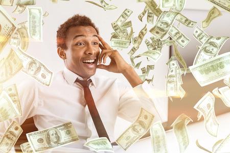 Jonge gelukkige African American businessman met abstracte dollar bill rain Stockfoto - 58940722