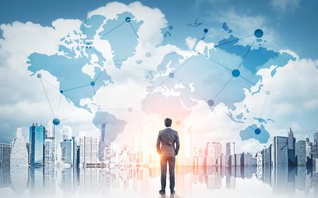 Internationaal bedrijfsconcept met zakenman op de stadsachtergrond van New York met netwerk op kaart en zonlicht