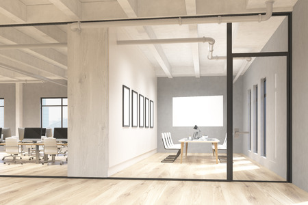 Zijaanzicht van kantoor- en vergaderruimte interieur met lege whiteboard achter glazen deuren. Mock-up, 3D-rendering