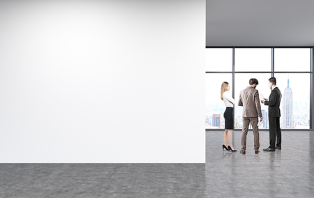unfurnished: Blank wall in unfurnished office interior with businesspeople and New York city view. Mock up, 3D Rendering