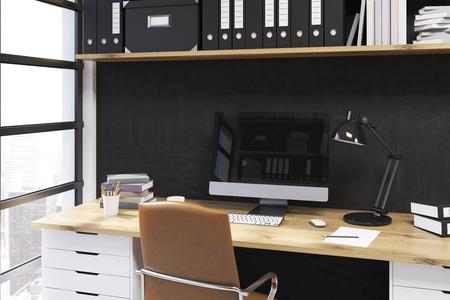 Lieu de travail moderne au bureau. bureau avec lampe et ordinateur