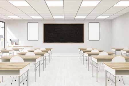 大学でインテリアをモダンな教室。デスクと椅子、教師のテーブル、黒板と壁にポスター上のコンピューター。学校に戻る教育の概念。3 d レンダリ 写真素材
