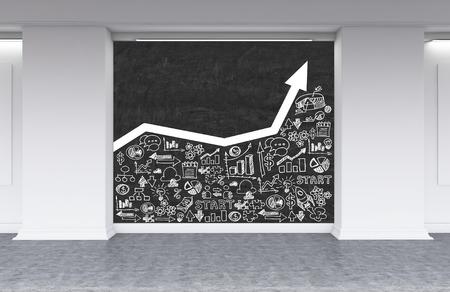 Pizarra con blancas que crecen bocetos de gráfico y de negocios en la oficina vestíbulo. Concepto de crecimiento de la empresa. Las 3D. Bosquejo