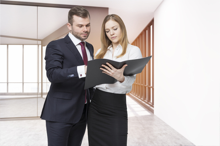 personal assistant: Businessman and his personal assistant are discussing project details in empty office corridor. Concept of collaboration. 3d rendering. Mock up Stock Photo