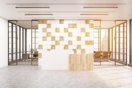 Elegant Große Wand Ist Mit Weißen Und Hölzernen Fliesen Verziert. Es Gibt Einen
