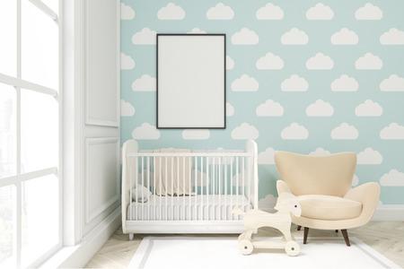 세로 프레임 된 포스터, 요람, 안락의 자 및 장난감 말 아이 방 닫습니다. 큰 창문과 밝은 파란색 구름 벽지가 있습니다. 3d 렌더링입니다. 모의