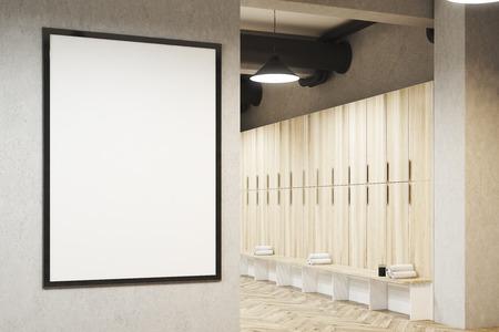 Vestuario con cartel enmarcado colgado en una pared de color gris claro, una fila de armarios de almacenamiento de madera cerca de la pared y un banco con toallas enrolladas en él. Representación 3d Bosquejo.