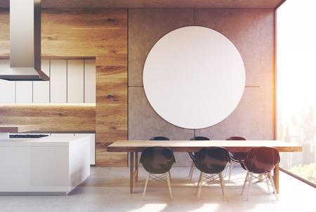 Stühle An Die Wand Hängen lange hölzerne küchentisch steht umgeben weißen stühlen in der